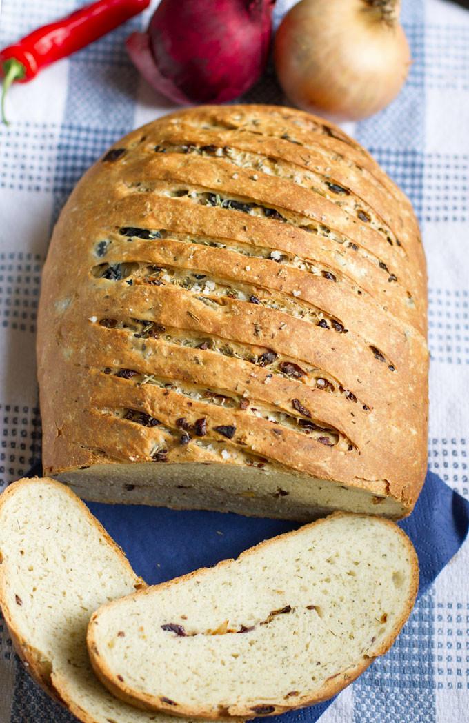 Onion-Red-Chilli-Black-Olive-Bread