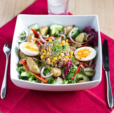 Salade Niçoise with warm potatoes