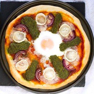 goats_cheese_kale_rocket_pesto_pizza_th